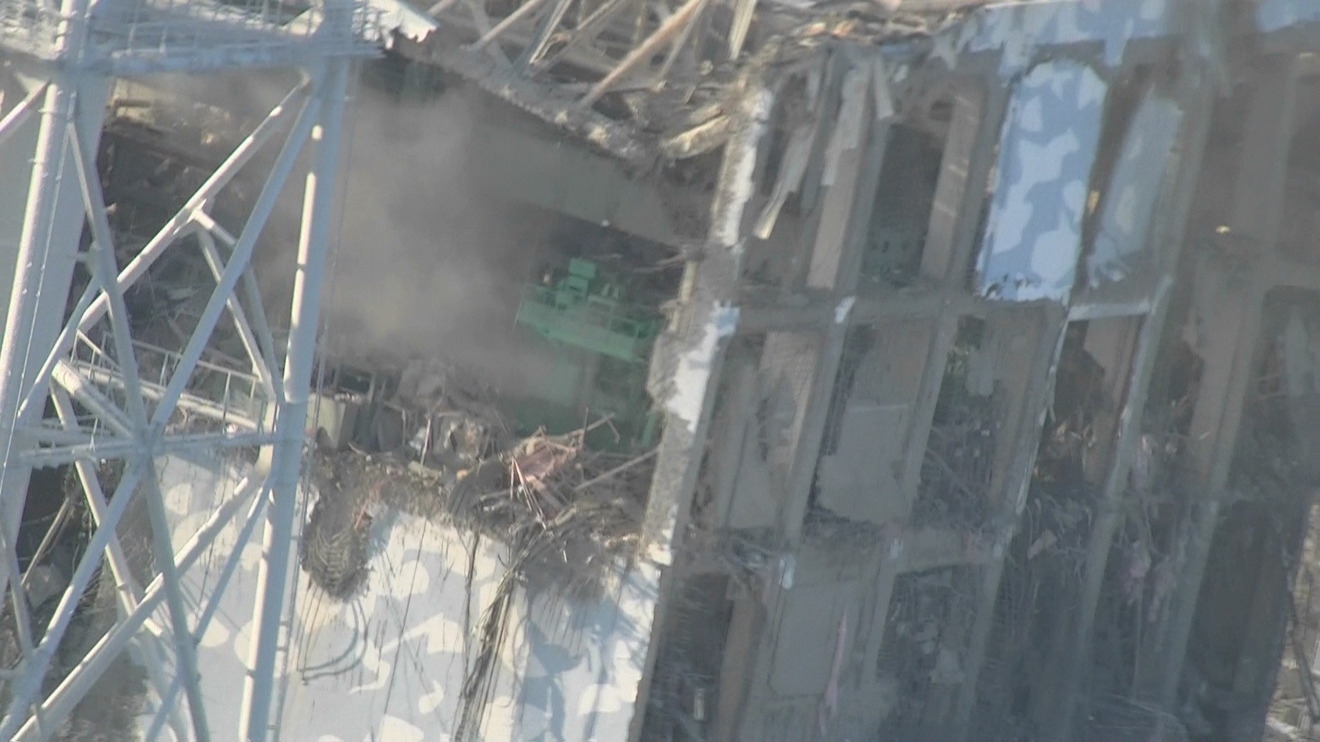 Unit 4 of Fukushima Daiichi Nuclear Power Station (pictured from a helicopter) : Photo2