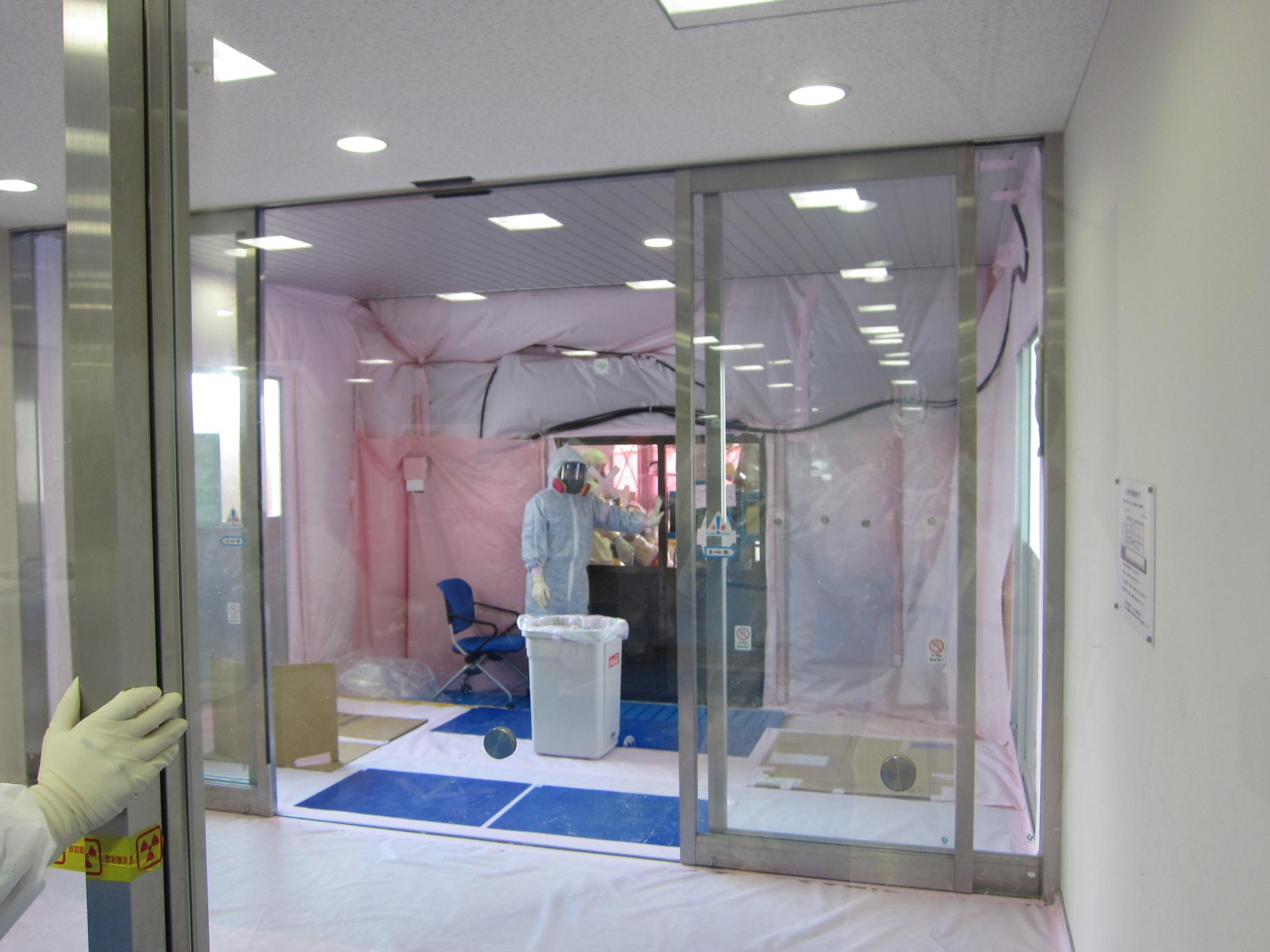 Installed de-contamination area of the quake-proof building (to expand the radiological protection space) :on March 26
