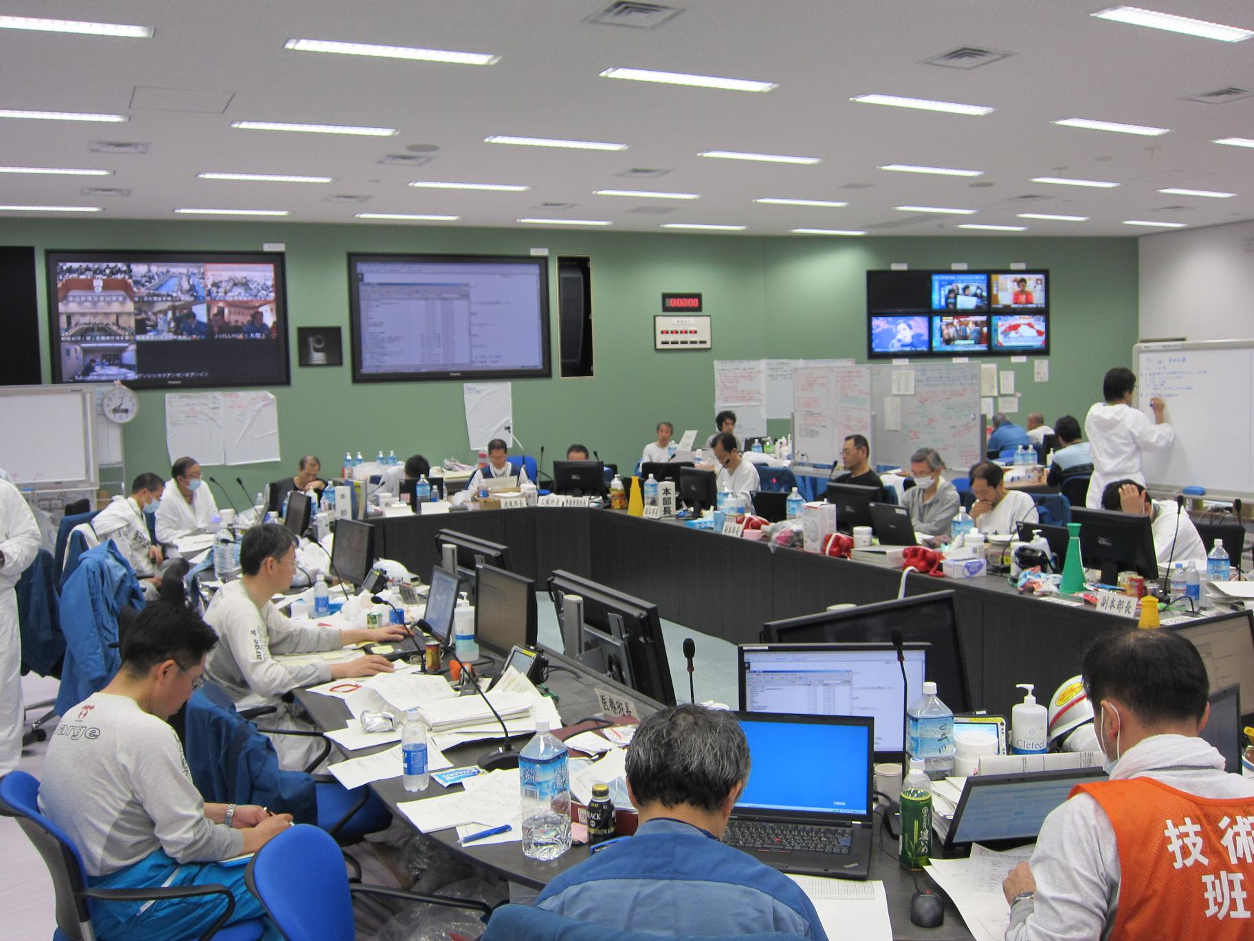 Picture of a disaster relief leaders meeting at Fukushima Daiichi Power Station :Photo2
