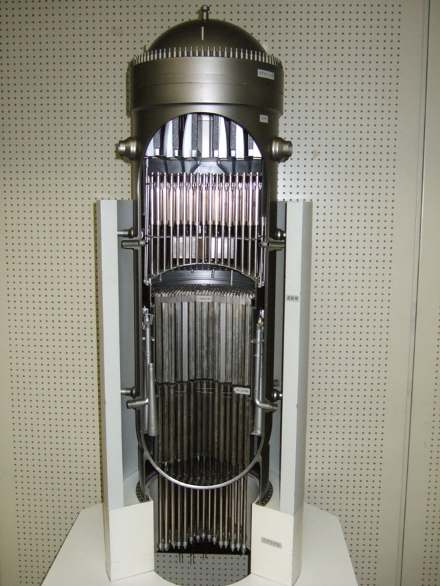 a model of a nuclear reactor pressure vessel (entire picture)