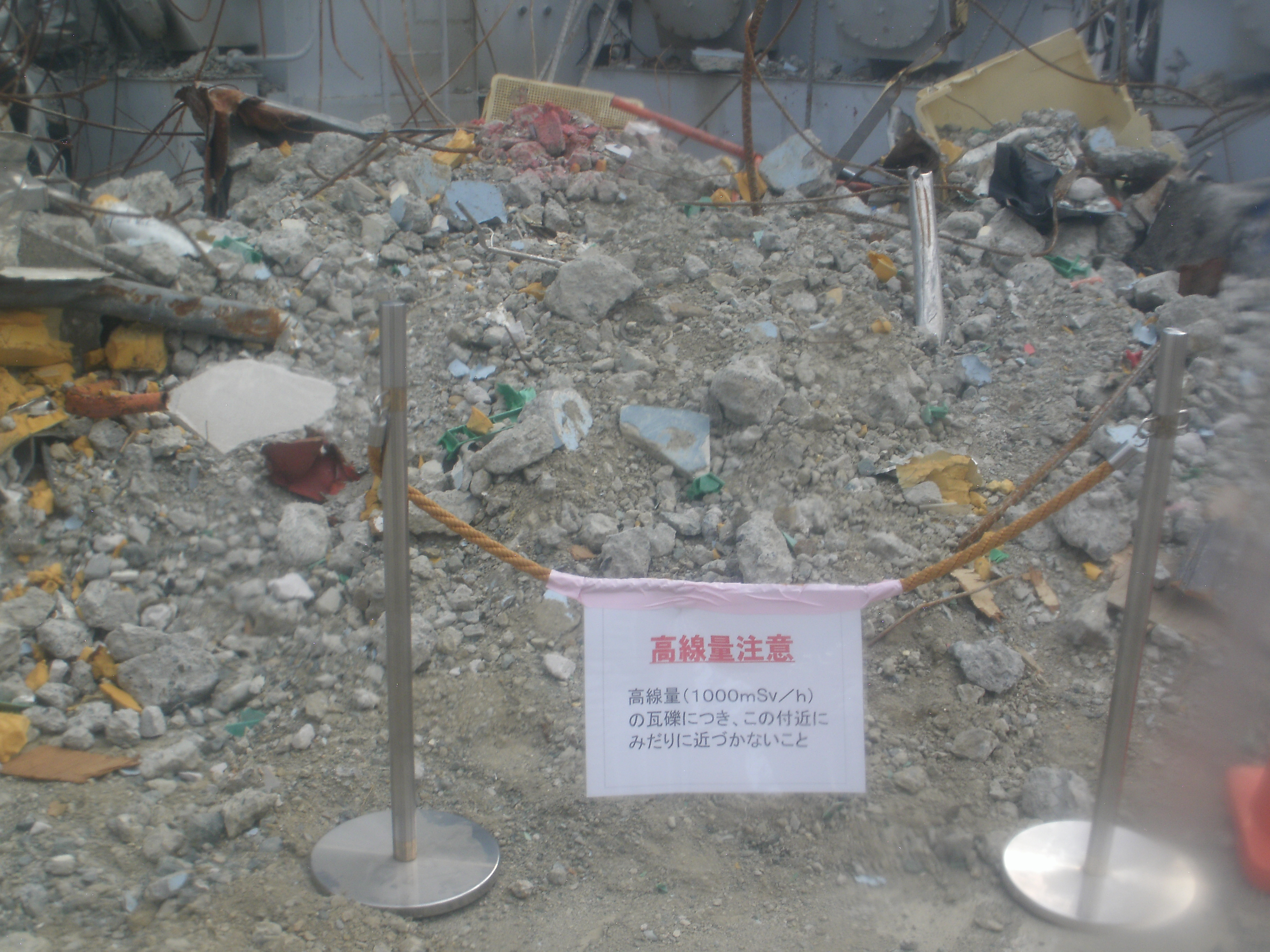 Fukushima Daiichi Nuclear Power Station Rubble around  the reactor building (1)