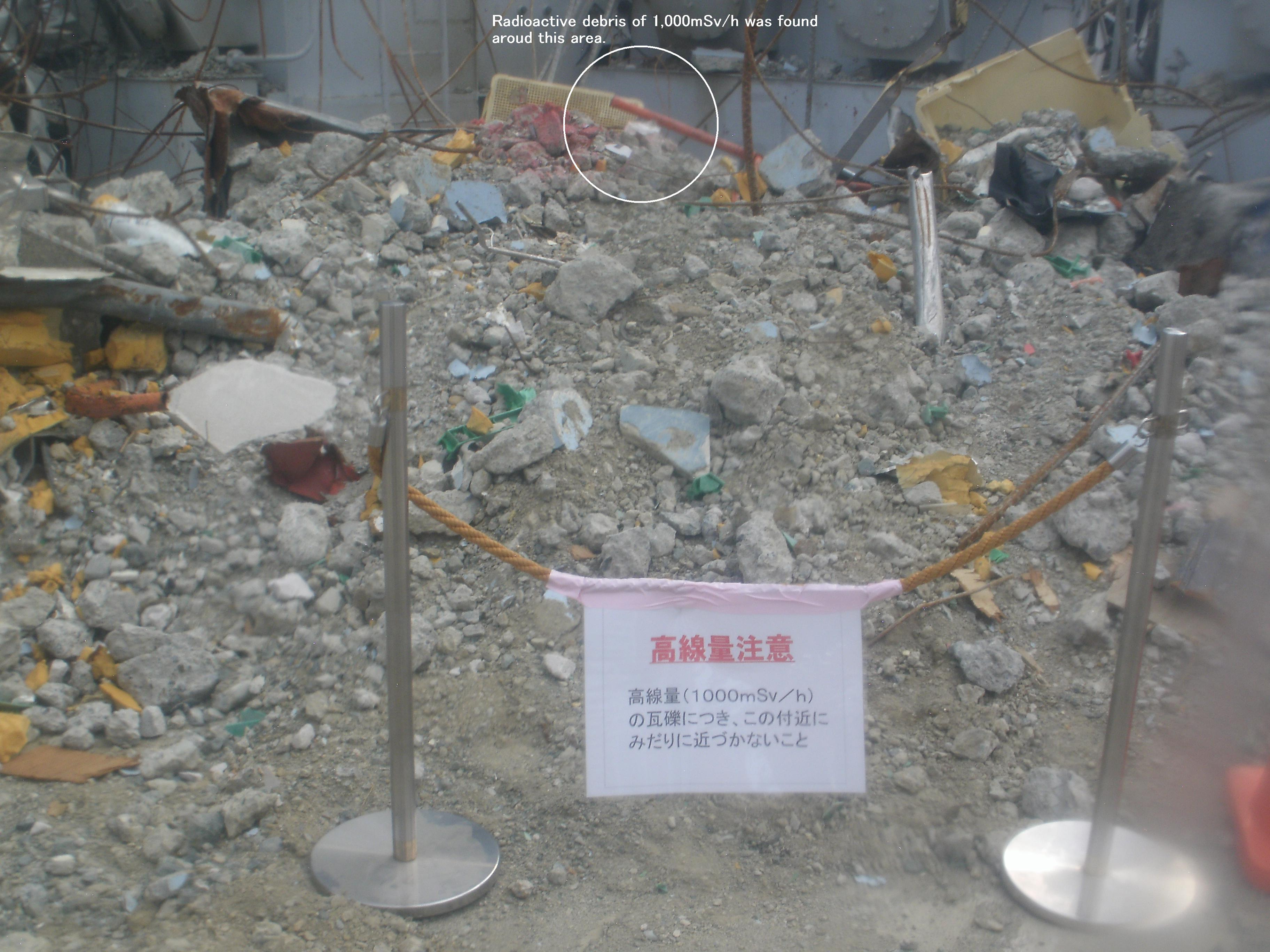 Fukushima Daiichi Nuclear Power Station Rubble around  the reactor building (1) (with a caption)