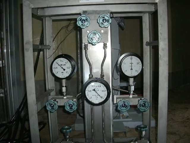 North side of the 1st floor of the reactor building, Unit 1 Temporary reactor pressure indicators
