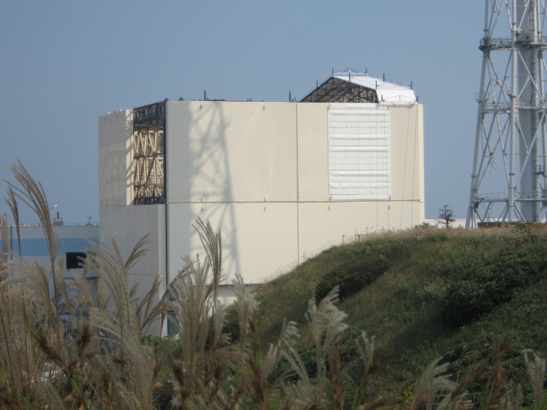 Overview of reactor building of Unit 1 -From south direction of Main Anti-Earthquake Building-