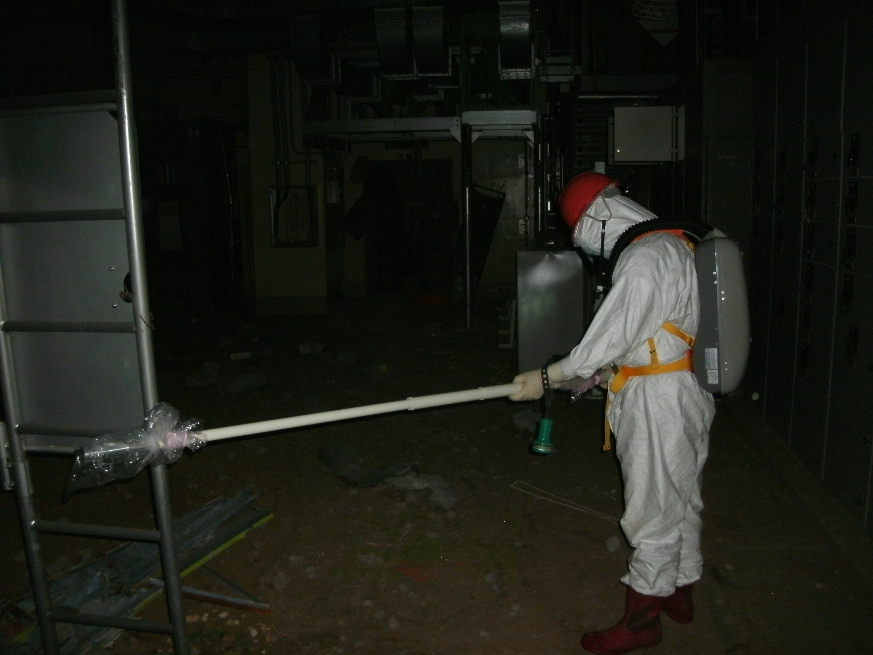 Inside the reactor building of Fukushima Daiichi Nuclear Power Station Unit 1 (Measurement of radiation dose)